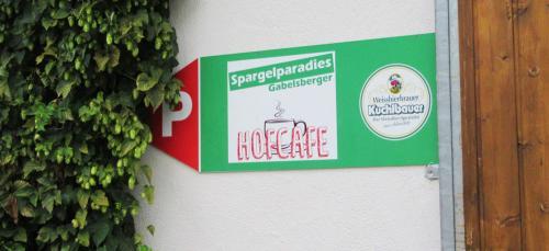 Parken beim Gabelsberger Hofcafé, bitte hier entlang