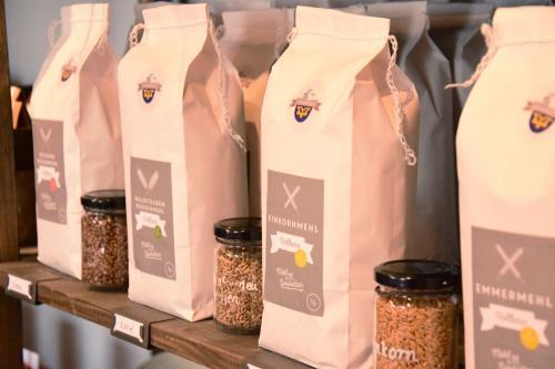Neu im Sortiment der Lehenmühle: Alte Kornsorten in Mehlform
