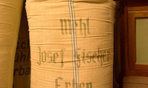 Nostaligisches Design auf dem Mehlsack der Lehenmühle