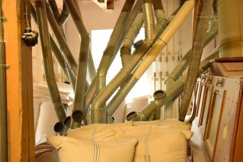 Lehenmühle Rohrvielfalt, innen drinnen auch: Mehl