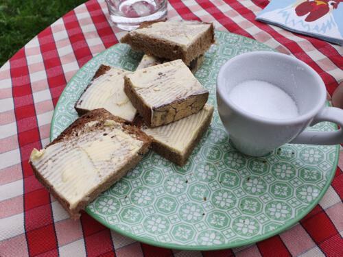 Und zum Schluss noch ein selbstgebackenes Brot mit ordentlich Butter drauf!